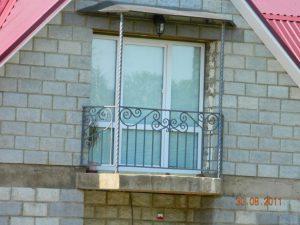 Кованые балконные ограждения, перила на балконы, фото.