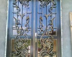 Красивая кованая дверь