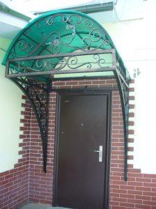 Козырек кованый с зеленым поликарбонатом
