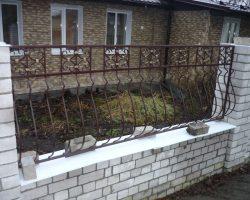 Забор кованый с дутой решеткой