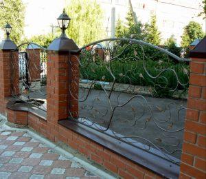 Металлический забор лоза