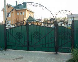 Ворота кованые зеленые металлические