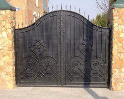 Ворота кованые с пиками