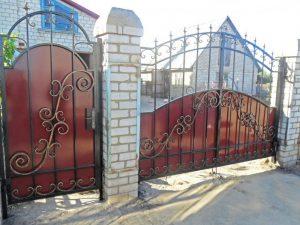 Ворота кованые и калитка с пиками