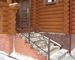 Перила кованые вход в дом