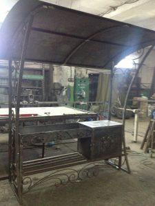 Кованый мангал с разделочным столом