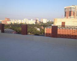 Кованый забор-ограждение на крыше