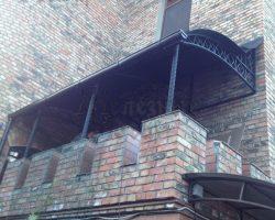 Большой кованый односкатный козырек-навес над террасой