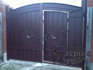 Ворота калиткой кованые металлические