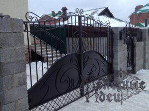 Распашные кованые ворота с закрытым низом