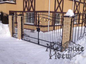 Ворота из кованых пик