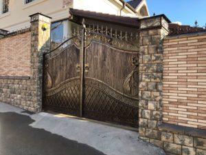 Ворота кованые металлические под дерево