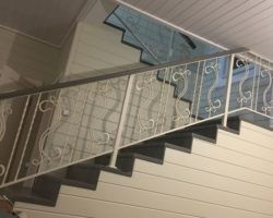 Лестница с коваными перилами внутри дома