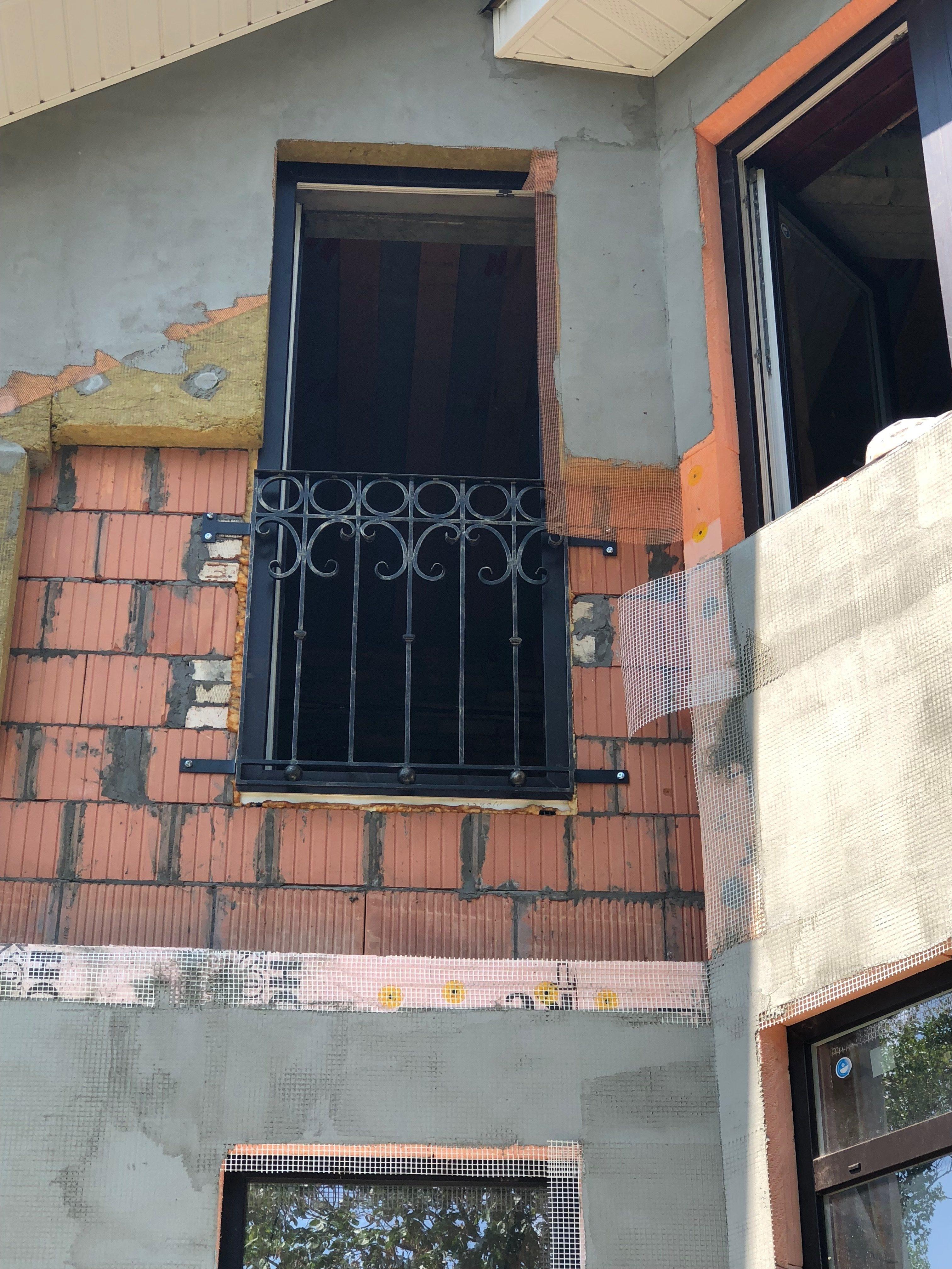 Ограждение кованое окна снаружи