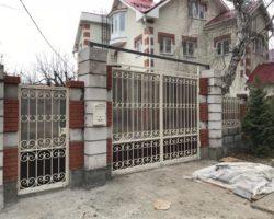 Ворота кованые с калиткой в одном стиле